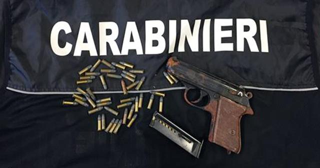 Cremona: acquista un camper e trova una pistola nascosta, indagini in corso