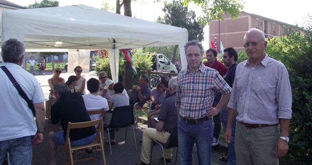 I sindacalisti presenti al presidio (foto © Cremaonline.it)