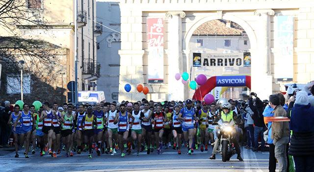 Maratonina di Crema 2015. La partenza (foto © Geo)