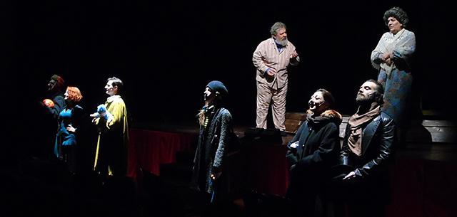 Parenti serpenti, una scena dello spettacolo (foto © Cremaonline.it)